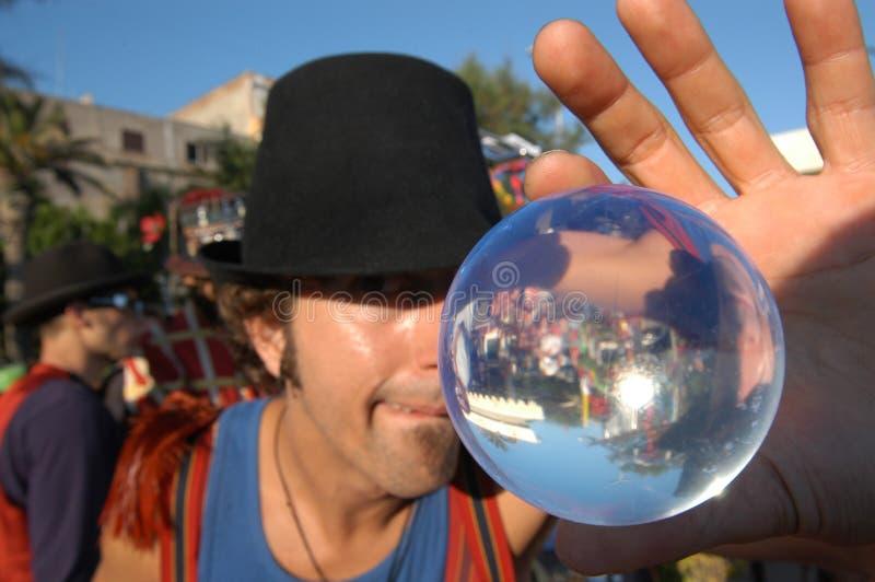 有他不可思议的球的变戏法者 图库摄影
