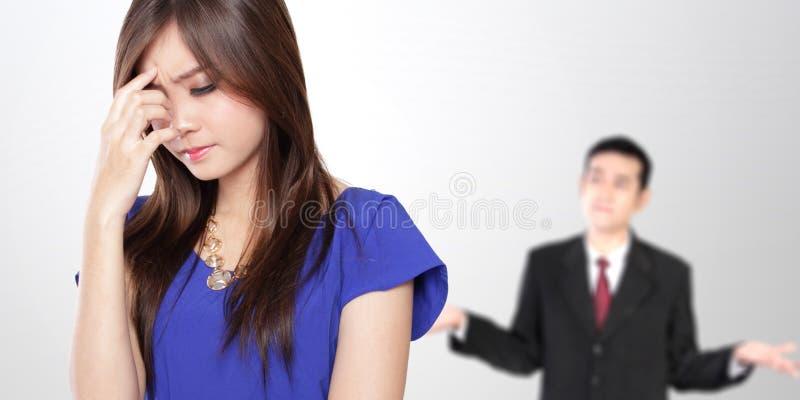 有年轻亚洲企业的夫妇战斗 库存照片
