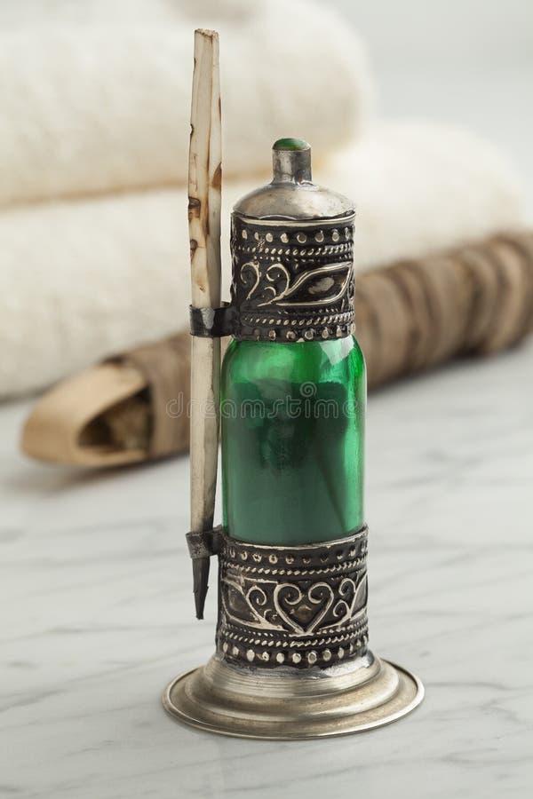 有黑人科尔的摩洛哥绿色瓶 免版税库存图片