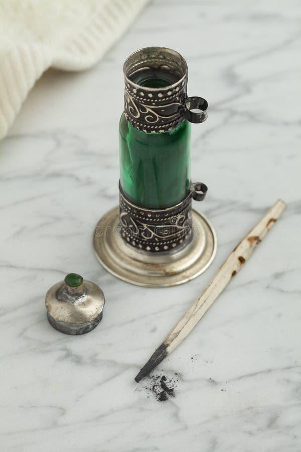 有黑人科尔的摩洛哥绿色瓶 免版税图库摄影