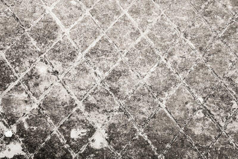 有刻凹痕的深灰老混凝土墙 免版税库存照片