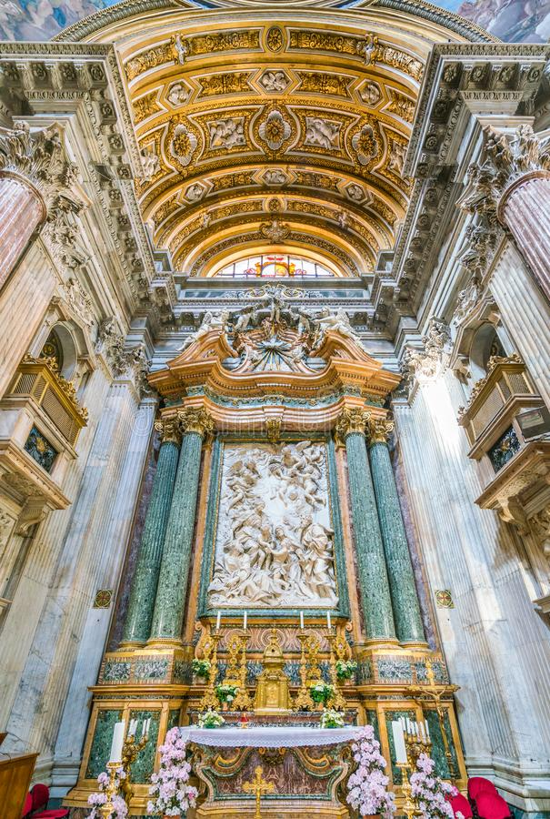 有`圣洁家庭与圣约翰浸礼会教友和他的父母`的主要法坛多梅尼科圭迪,在Sant ` Agnese教会里在A的 库存图片