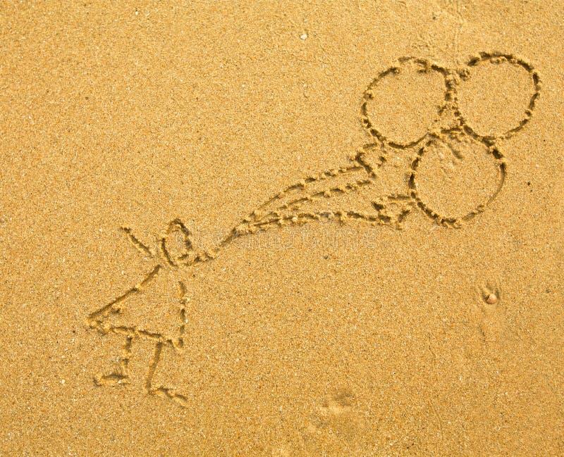 有画在沙子的气球的孩子 库存图片