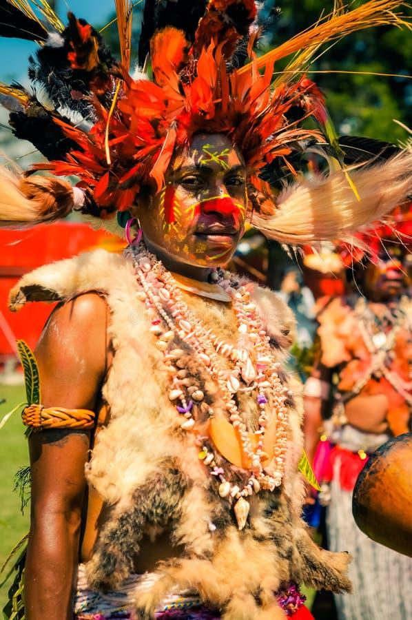 有贝壳的妇女在巴布亚新几内亚 免版税库存照片