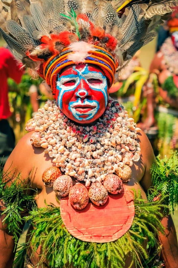 有贝壳的妇女在巴布亚新几内亚 免版税库存图片