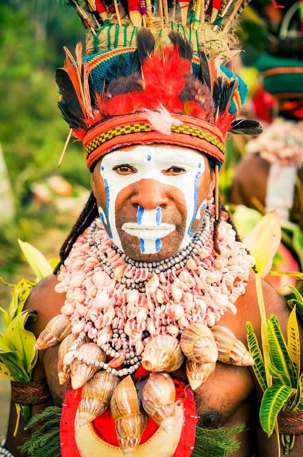 有贝壳项链的人在巴布亚新几内亚 免版税库存图片
