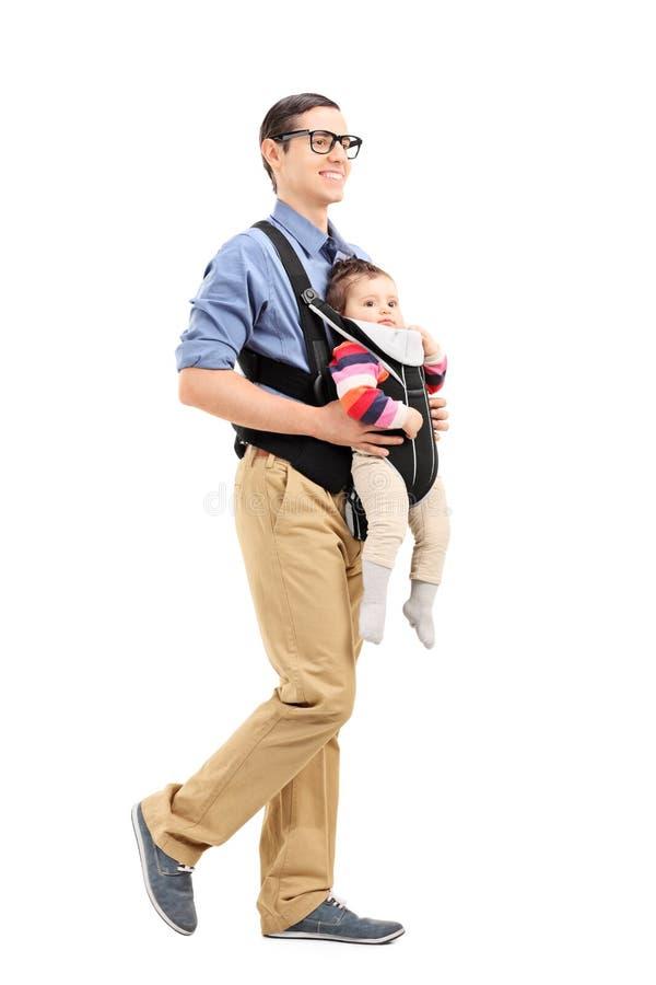 有他女儿走的年轻父亲 免版税库存图片