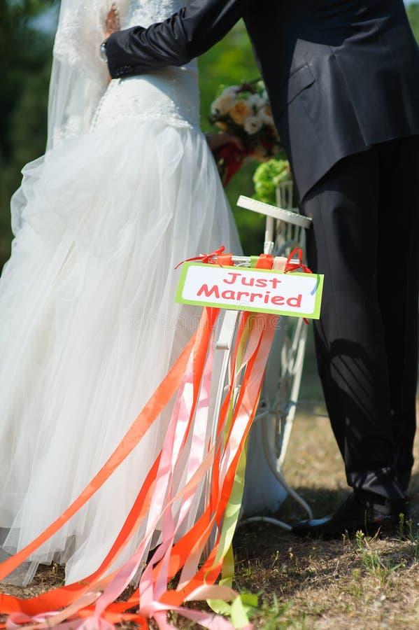 有结婚的标志的自行车 图库摄影