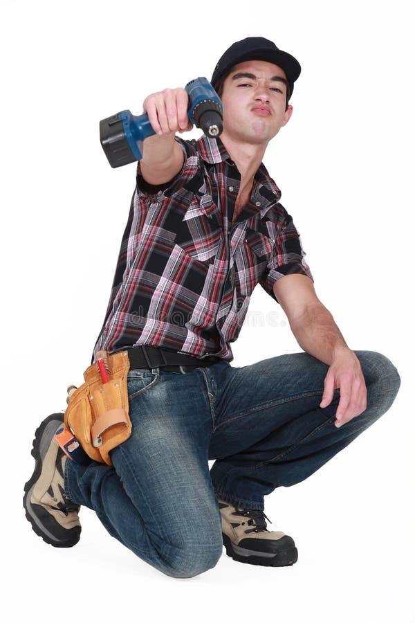 有钻子的年轻工人 图库摄影