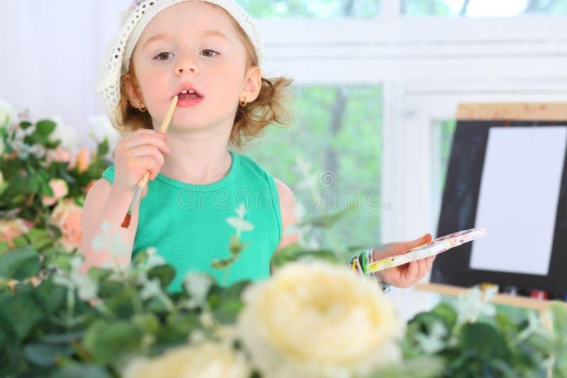 有水彩油漆的小女孩 库存图片