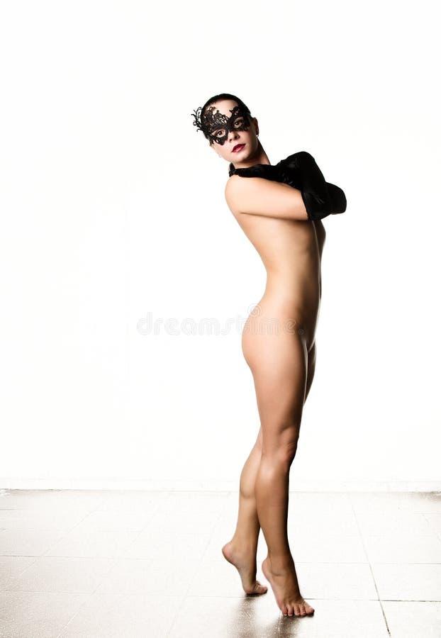 有黑手套和鞋带面具的Nudel典雅的女孩 例证百合红色样式葡萄酒 免版税图库摄影