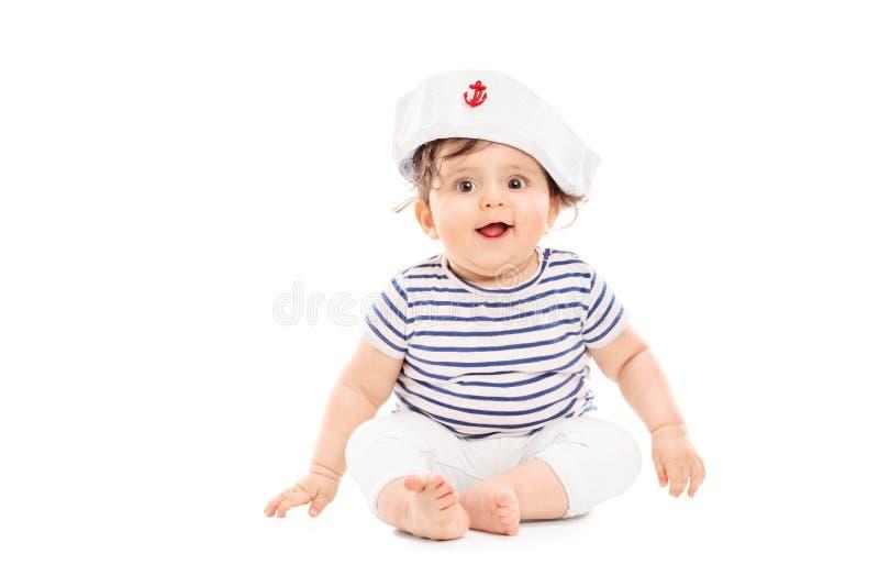 有水手帽子的逗人喜爱的女婴 免版税图库摄影