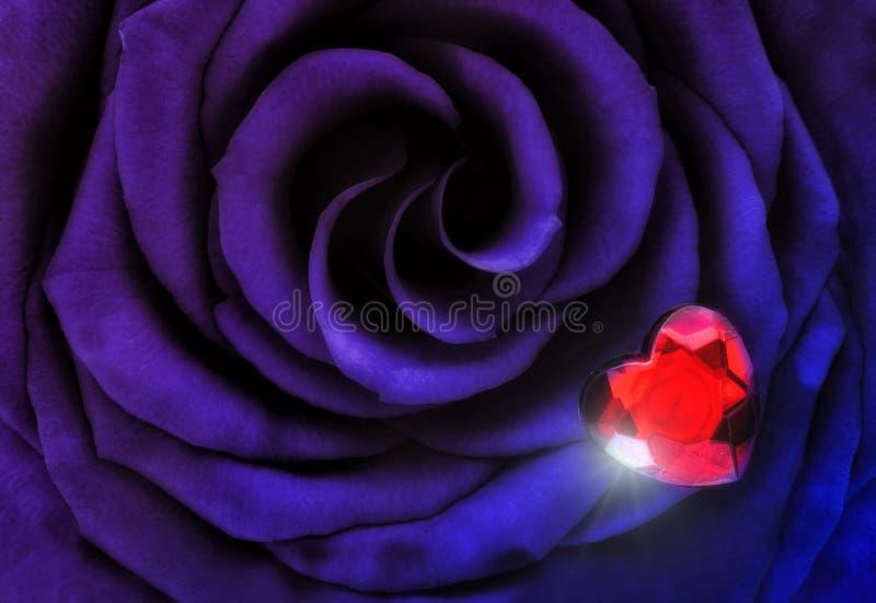 有水晶心脏的宏观紫色蓝色罗斯 免版税库存图片