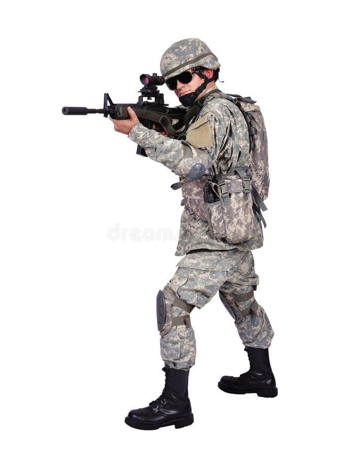 有攻击步枪的战士 免版税库存图片