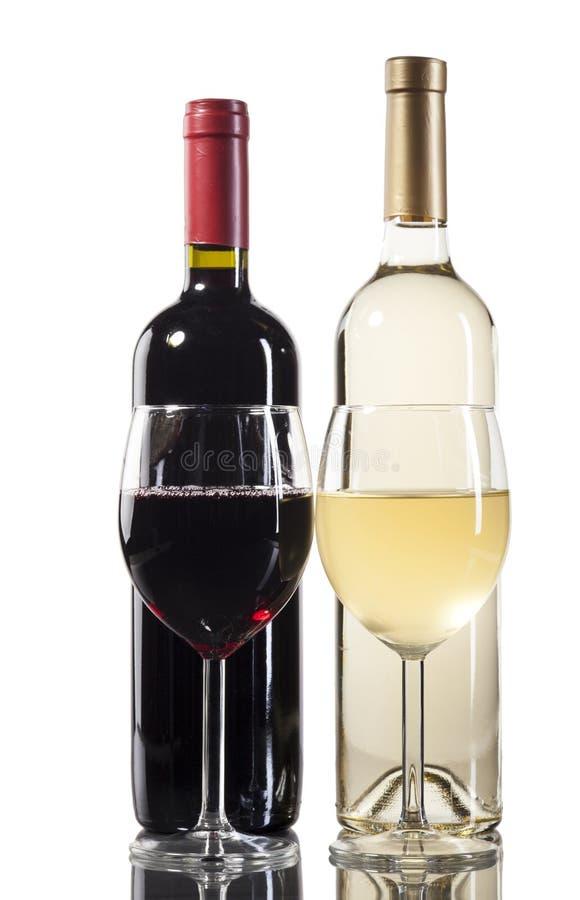 有玻璃的红色和白葡萄酒瓶 图库摄影
