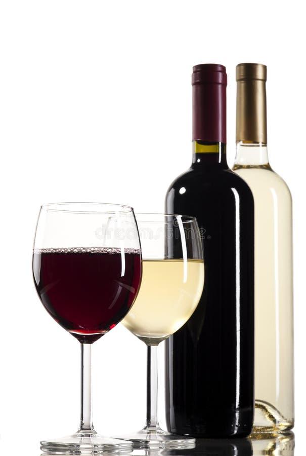 有玻璃的红色和白葡萄酒瓶 免版税图库摄影