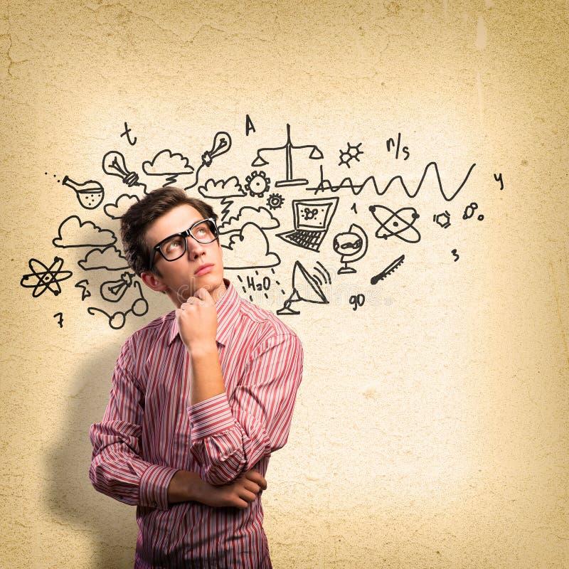 有玻璃认为的年轻人科学家 免版税图库摄影