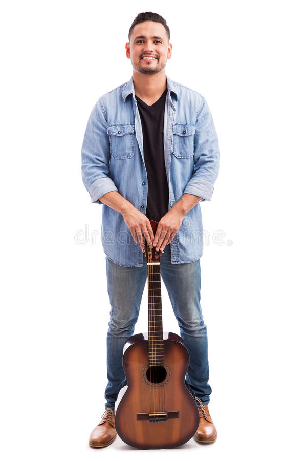 有他的吉他的拉丁音乐家 免版税图库摄影