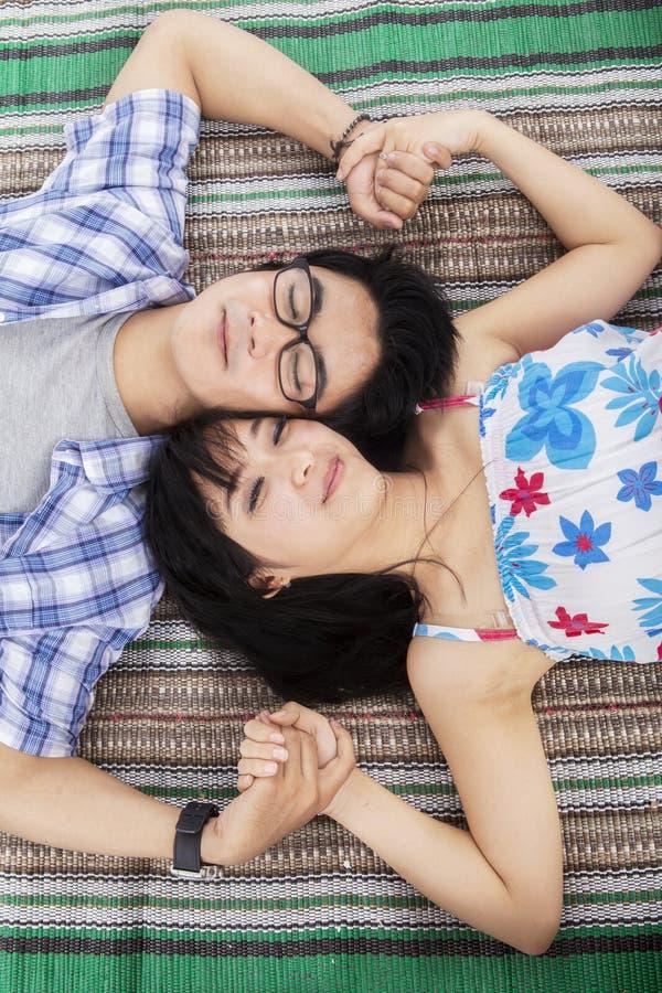 有年轻的夫妇梦想 免版税库存照片