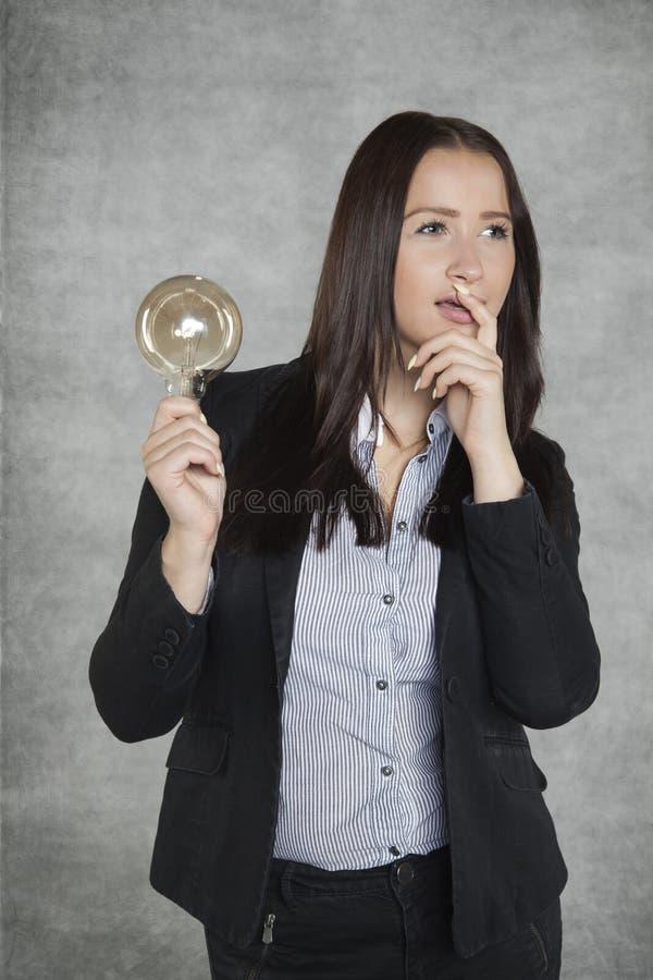 有头的女实业家有很多想法 免版税库存照片