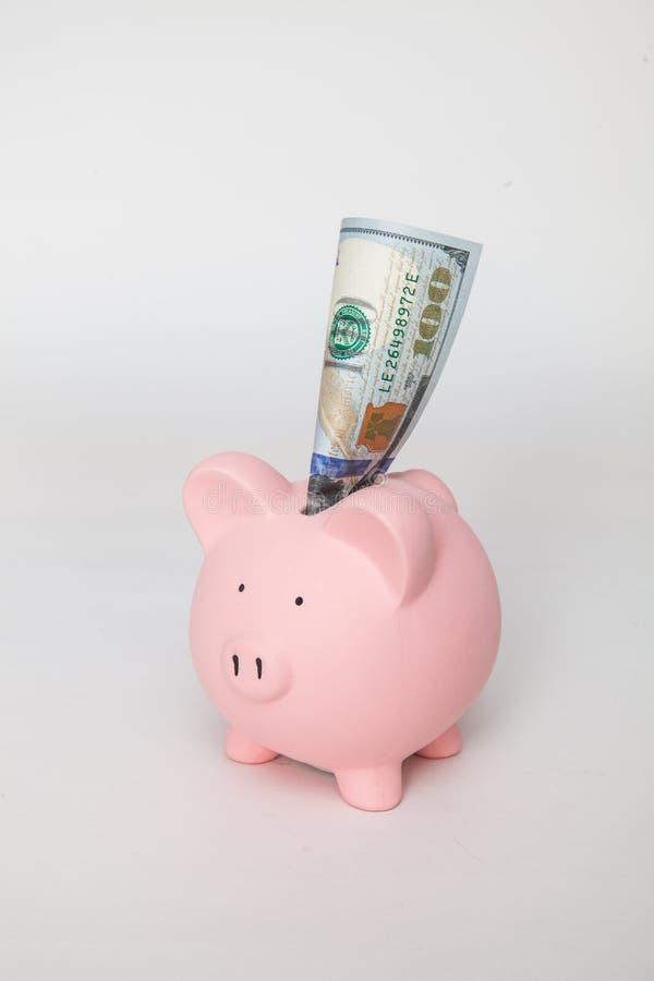 有$100的存钱罐非常突出  免版税图库摄影
