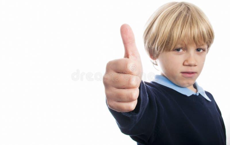 有他的被举的拇指的男孩 免版税库存照片