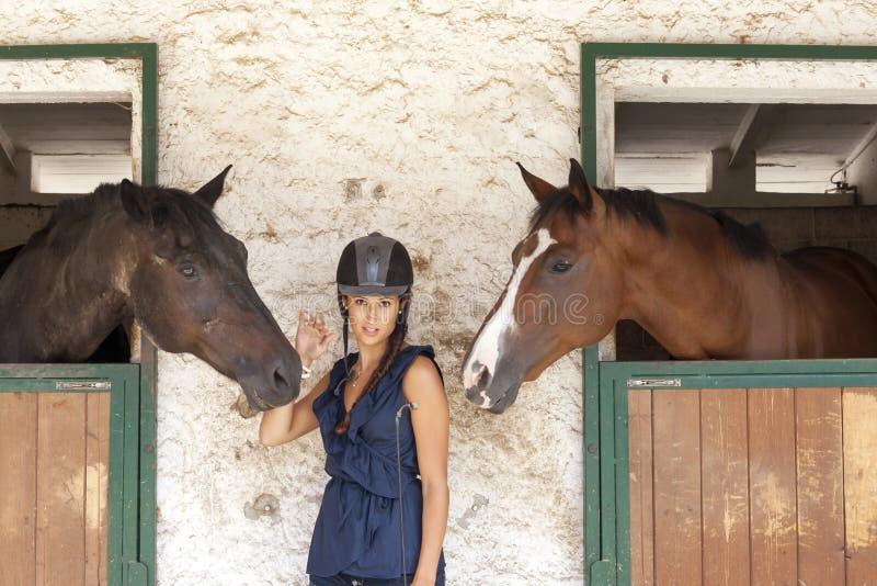 有他的马的女骑士 库存照片