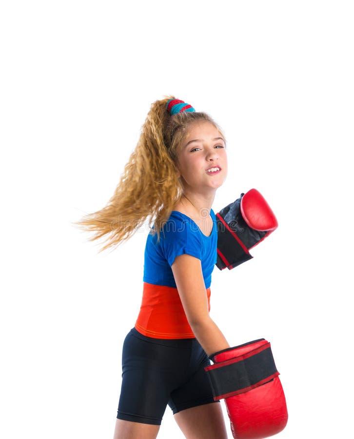 有滑稽的拳击手套的拳击手孩子白肤金发的女孩 库存照片