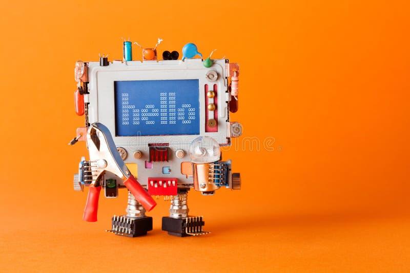 有滑稽的显示器头的友好的机器人 五颜六色的减速火箭的显示字符消息你好在蓝色屏幕上 通信 免版税库存照片