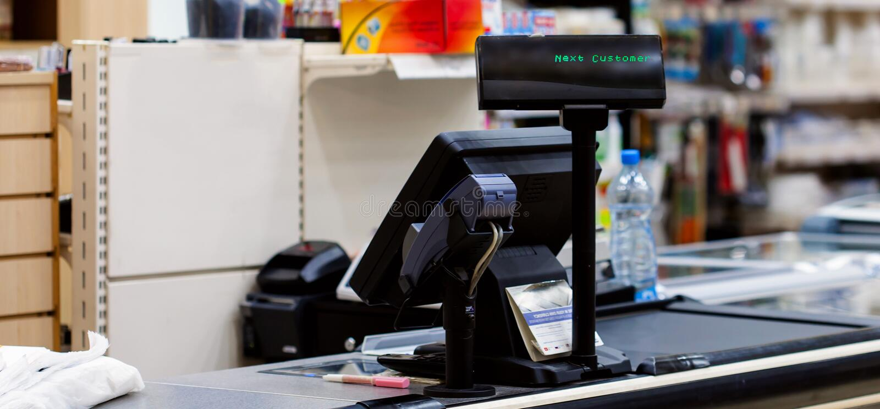 有终端的收银处在超级市场 免版税库存照片