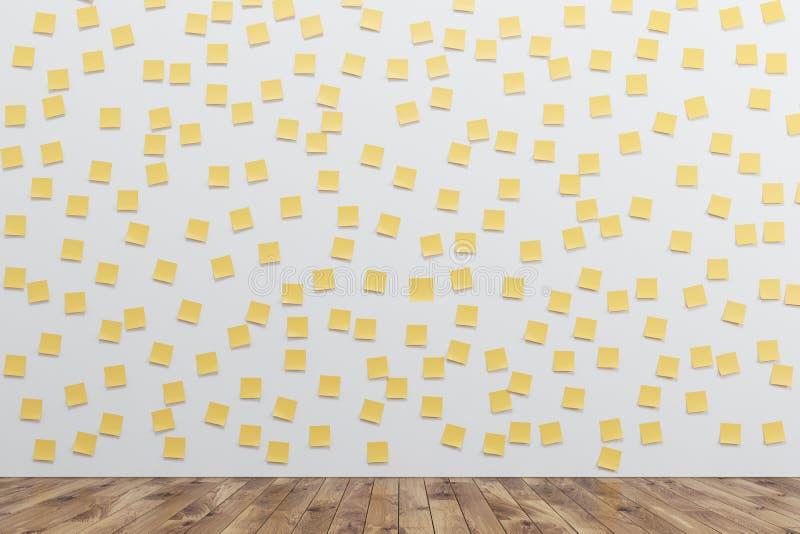 有黄色稠粘的笔记的墙壁 皇族释放例证