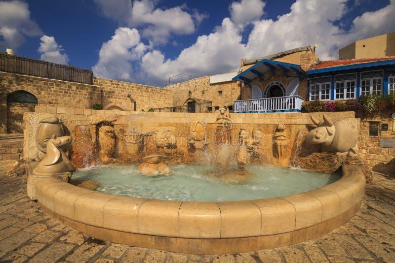 有黄道带标志的美丽的喷泉 贾法角,特拉维夫 免版税库存照片