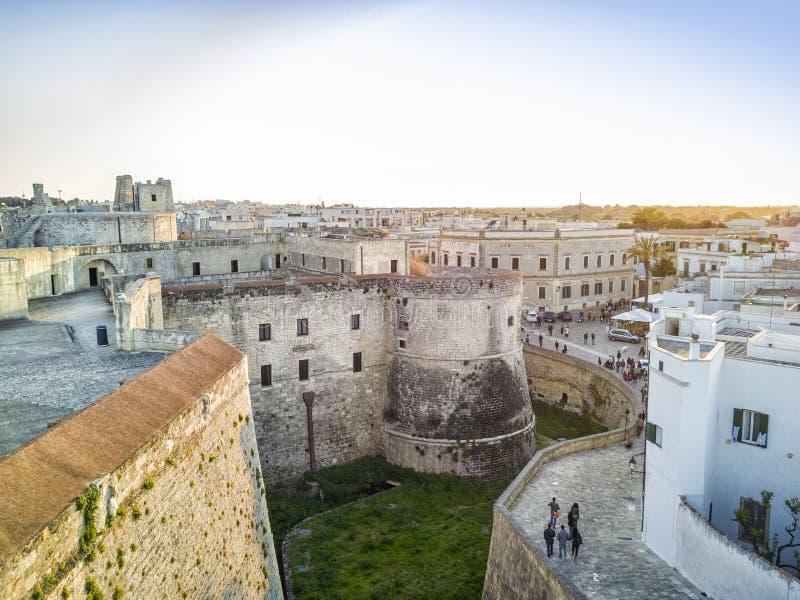 有Aragonese城堡的奥特朗托,普利亚,意大利 免版税图库摄影