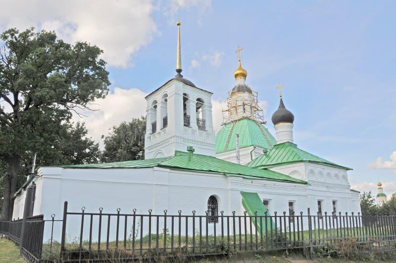 有belltower的老教会在弗拉基米尔市 免版税库存图片