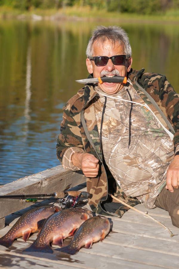 有Brookie抓住的野生渔夫 库存照片