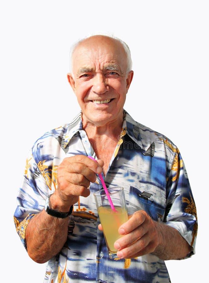 有Coctail的微笑的年长人 免版税库存照片