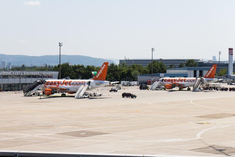 有easyJet的巴塞尔机场 com空中航线 库存图片