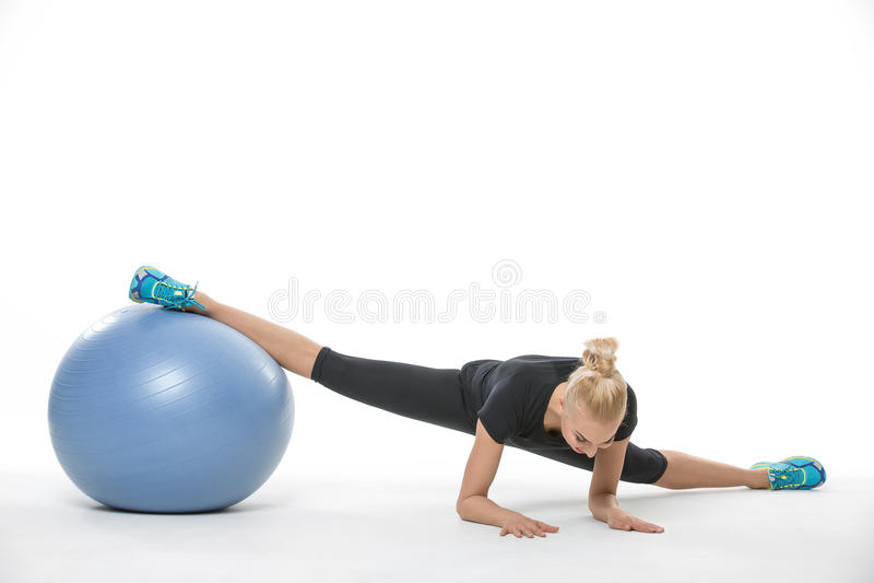 有fitball的体操运动员女孩 图库摄影