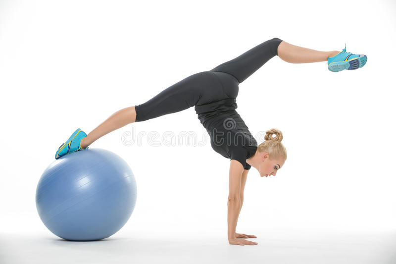 有fitball的体操运动员女孩 库存照片