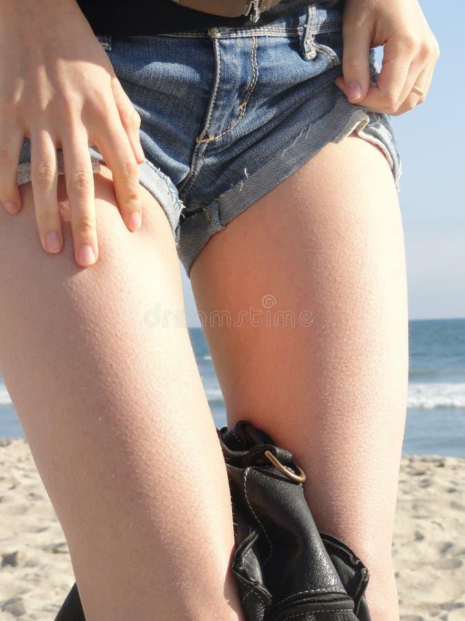 有goosebumps的妇女的腿 免版税库存照片