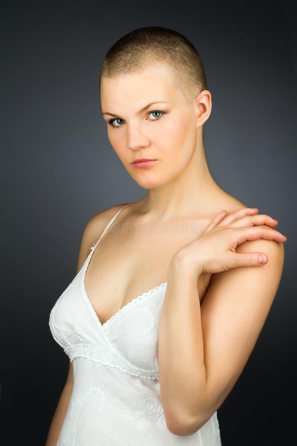 有haved发型的妇女 库存图片