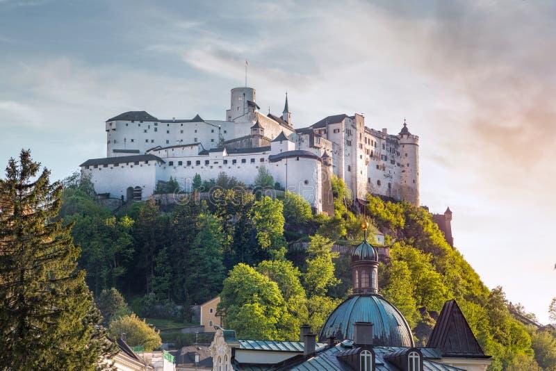 有Hohensalzburg城堡的,萨尔茨堡,奥地利萨尔茨堡施塔特 免版税库存图片