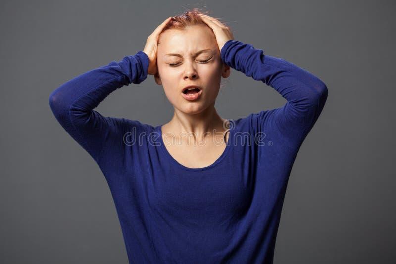 有horriable头疼的妇女 库存图片