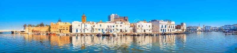 有kasbah美丽如画的房子和墙壁的江边全景在旧港口的在比塞大 突尼斯 库存照片