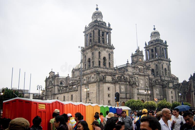 有LGBT主题的便携式的卫生间在墨西哥城 图库摄影