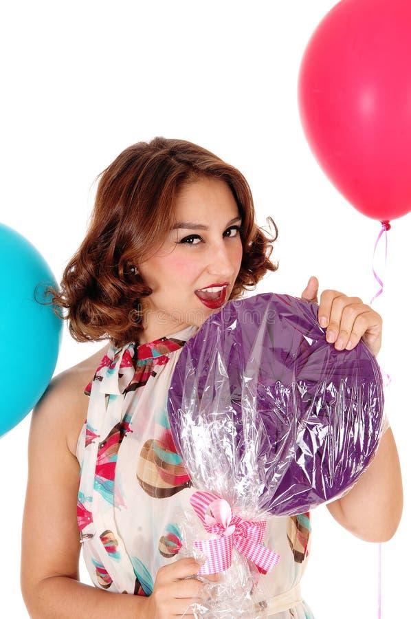 有lollypop的,气球美丽的妇女 免版税图库摄影