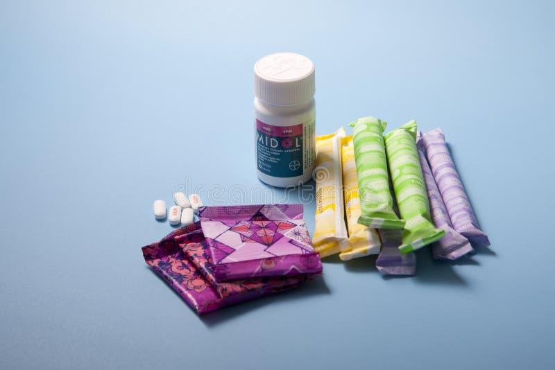 有Midol和棉塞的小期间垫 免版税库存图片