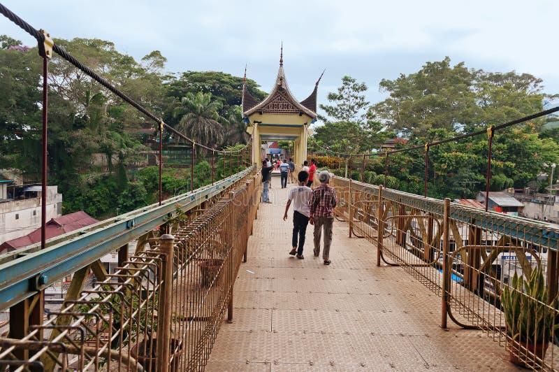 有Minangkabau建筑学的桥梁 武吉丁宜 islan的苏门答腊 免版税图库摄影