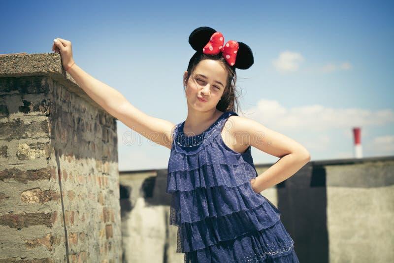 有minnie柳叶蒲公英属的女孩 库存图片