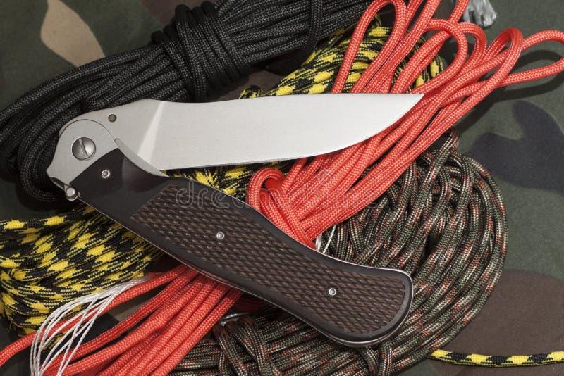 Download 有paracorde的作战折叠的刀子 库存图片. 图片 包括有 不锈, browne, 剪切, 唯一, 扶手 - 72361239
